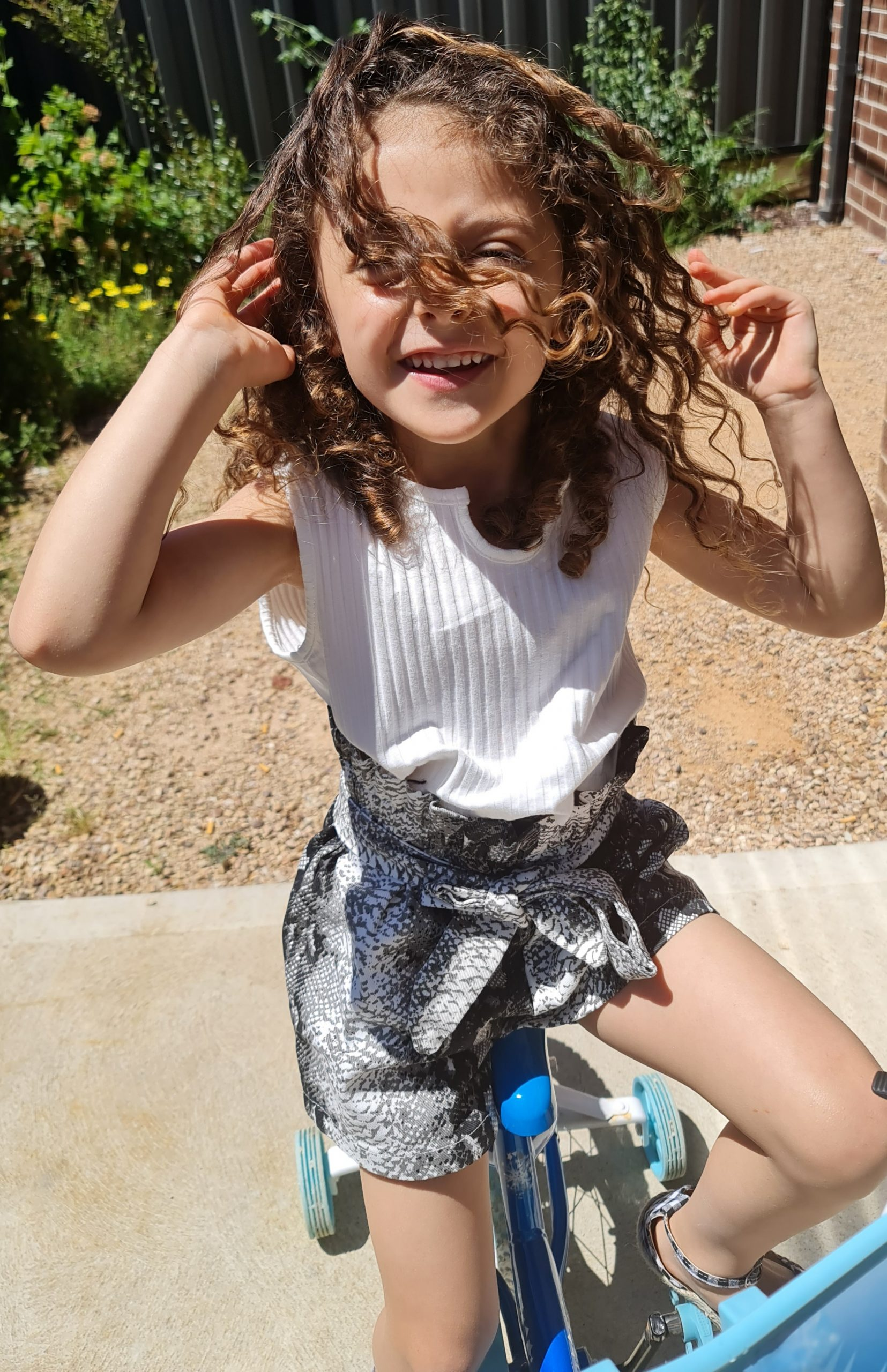 2 piece girl snakeskin shorts outfit